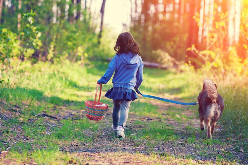 Роспотребнадзор рассказал, где следует гулять с детьми во время коронавируса
