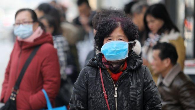 В Китае закрываются больницы, коронавирус почти излечен