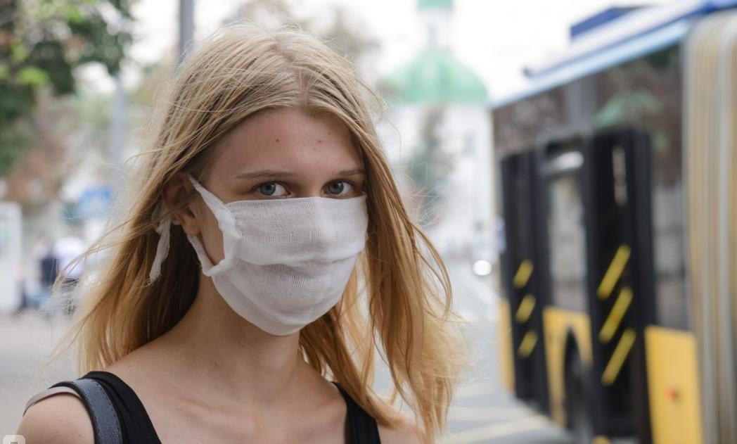 Роспотребнадзор рассказал, как правильно носить маски для лица