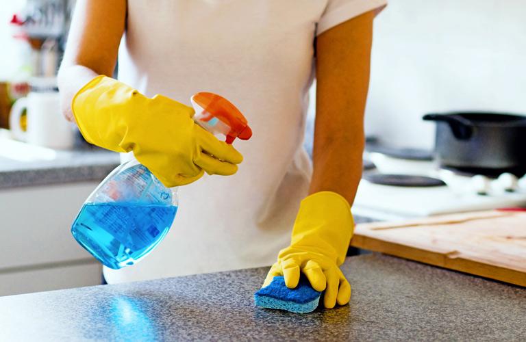 Правила очистки поверхностей в доме во время пандемии коронавируса
